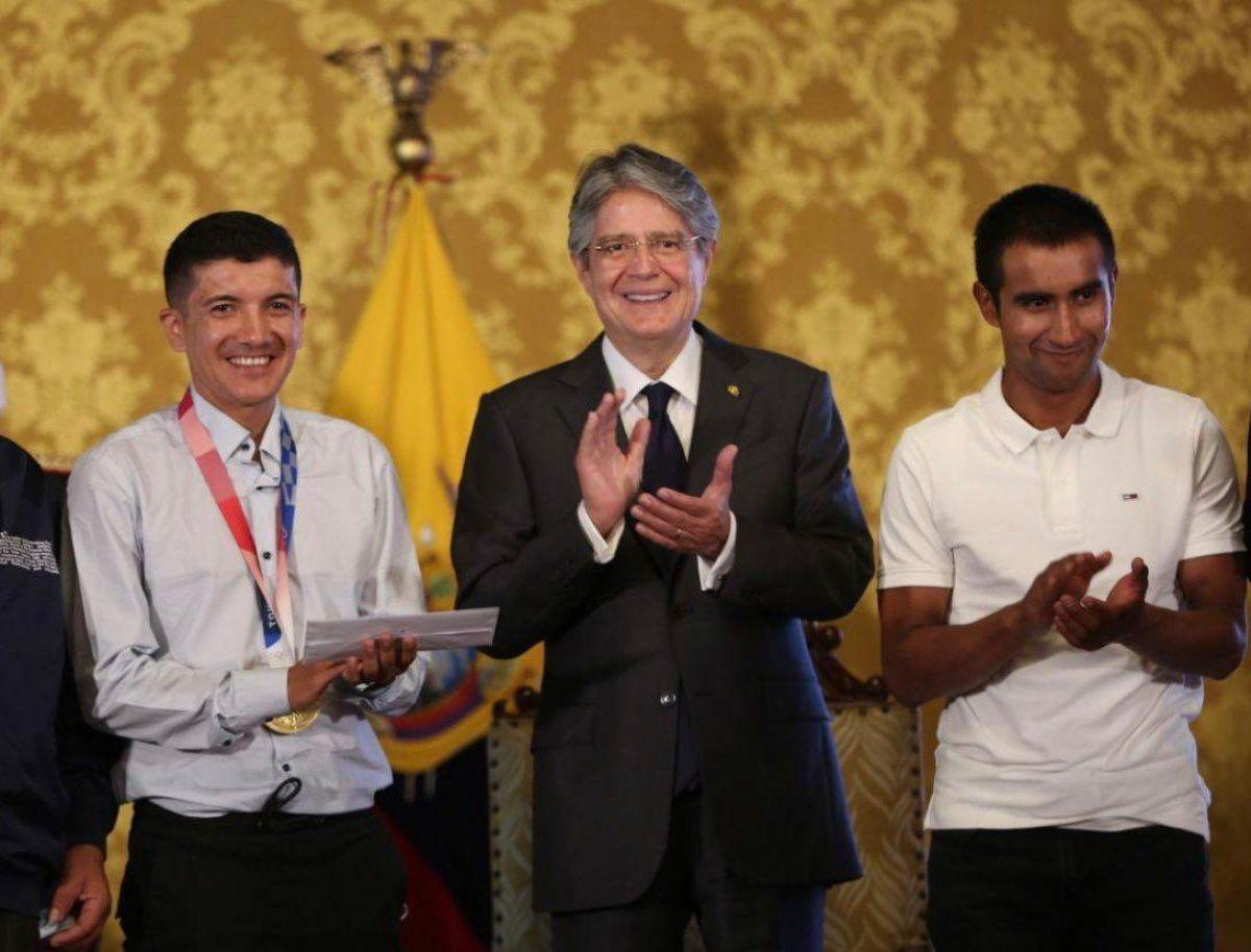 Richard Carapaz es homenajeado por la Presidencia