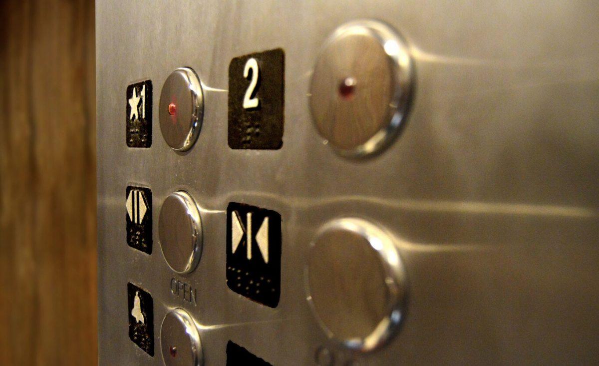 Macabro hallazgo: encuentran esqueleto dentro de ascensor que llevaba 24 años sin funcionar