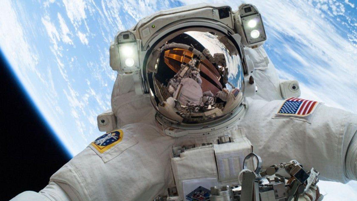 Un exastronauta de la NASA explica cómo serán las caminatas espaciales de los primeros turistas