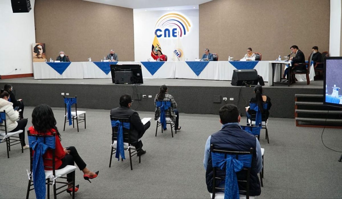 CNE rechaza la solicitud de inscripción del binomio presidencial del Partido Fuerza Ec y concede un nuevo plazo