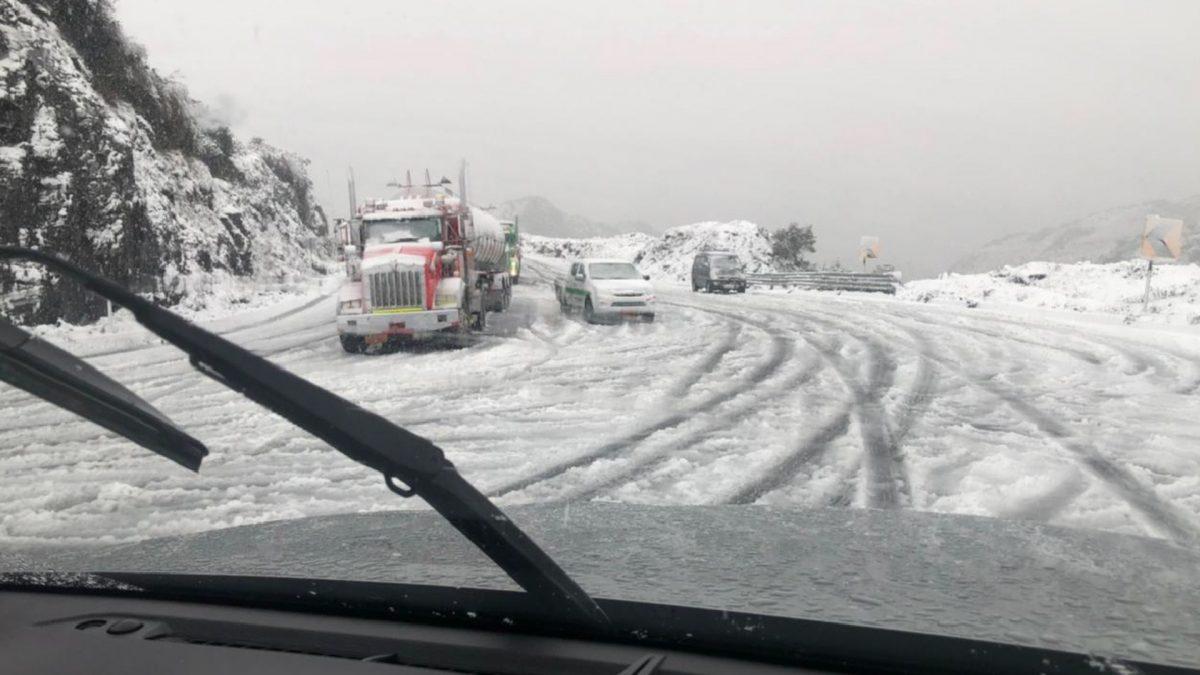 Vía Quito – Papallacta cerrada por caída de nieve