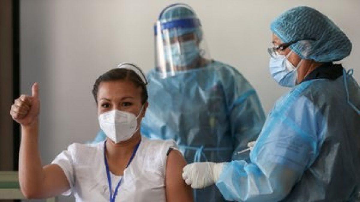 ¿Una persona vacunada puede contagiar el COVID-19?
