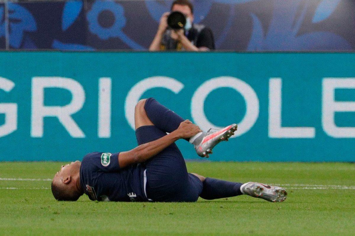 Mbappé se lesiona en la final de la Copa de Francia