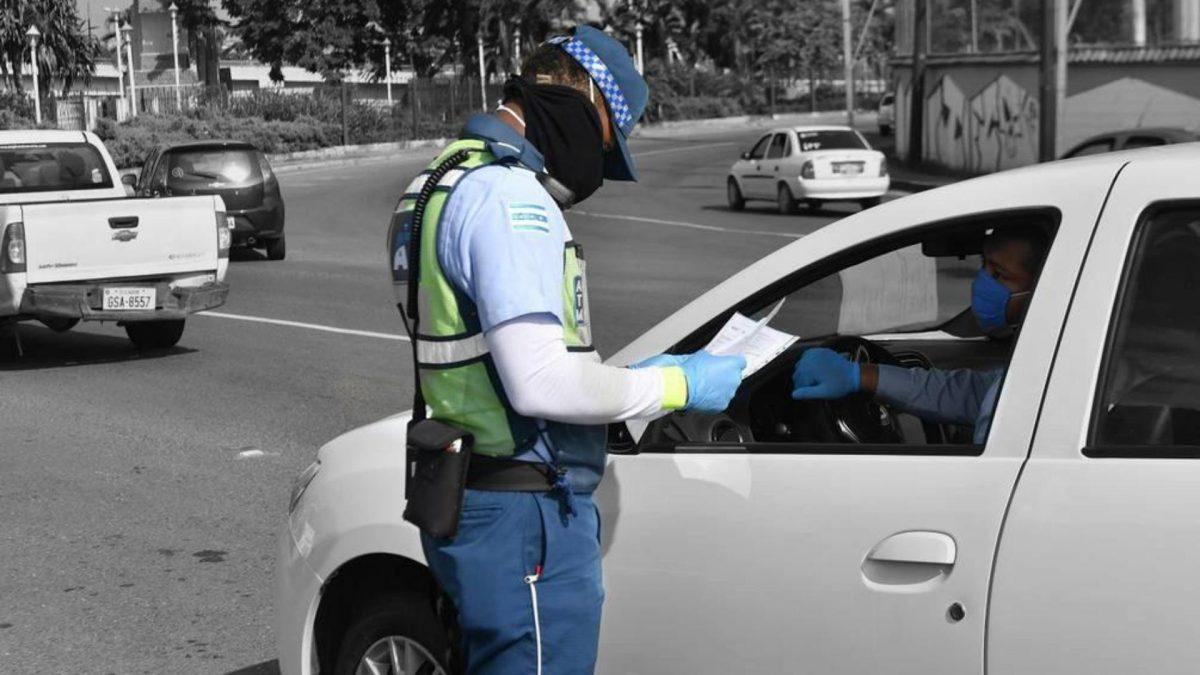 Eliminan el pago de recargos a las multas de tránsito en Ecuador