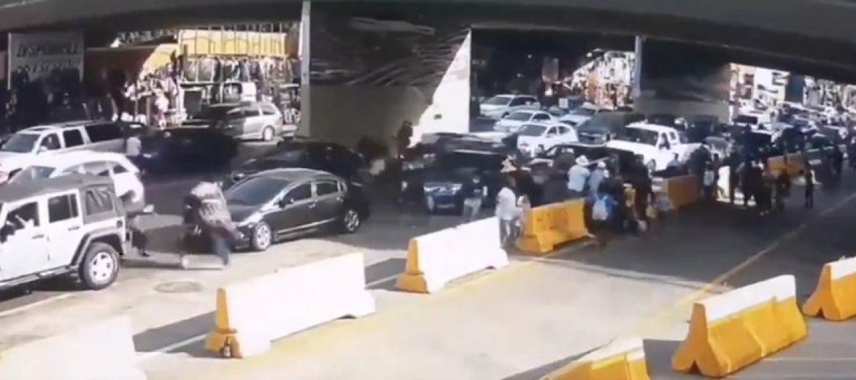 VIDEO | Un hombre aceleró y se estrelló en la frontera México - Estados Unidos