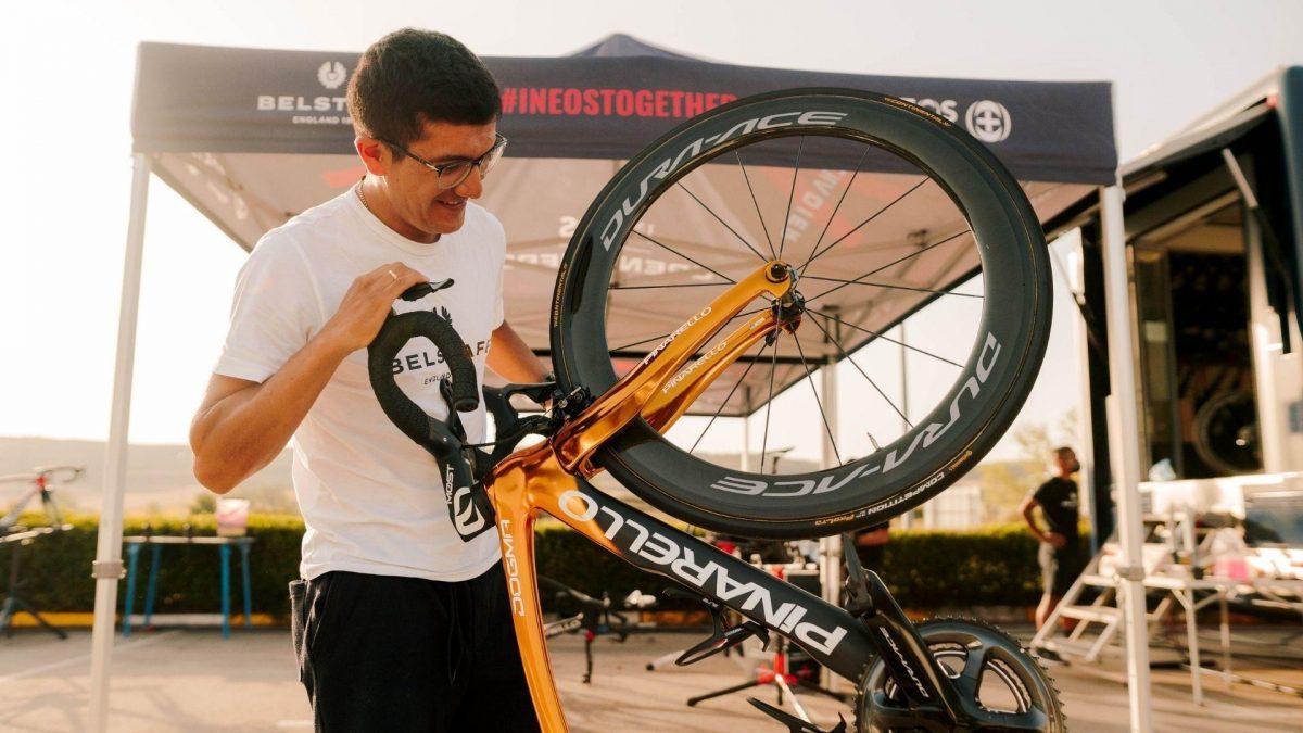 Richard Carapaz relegado de los primeros lugares de la Vuelta a España