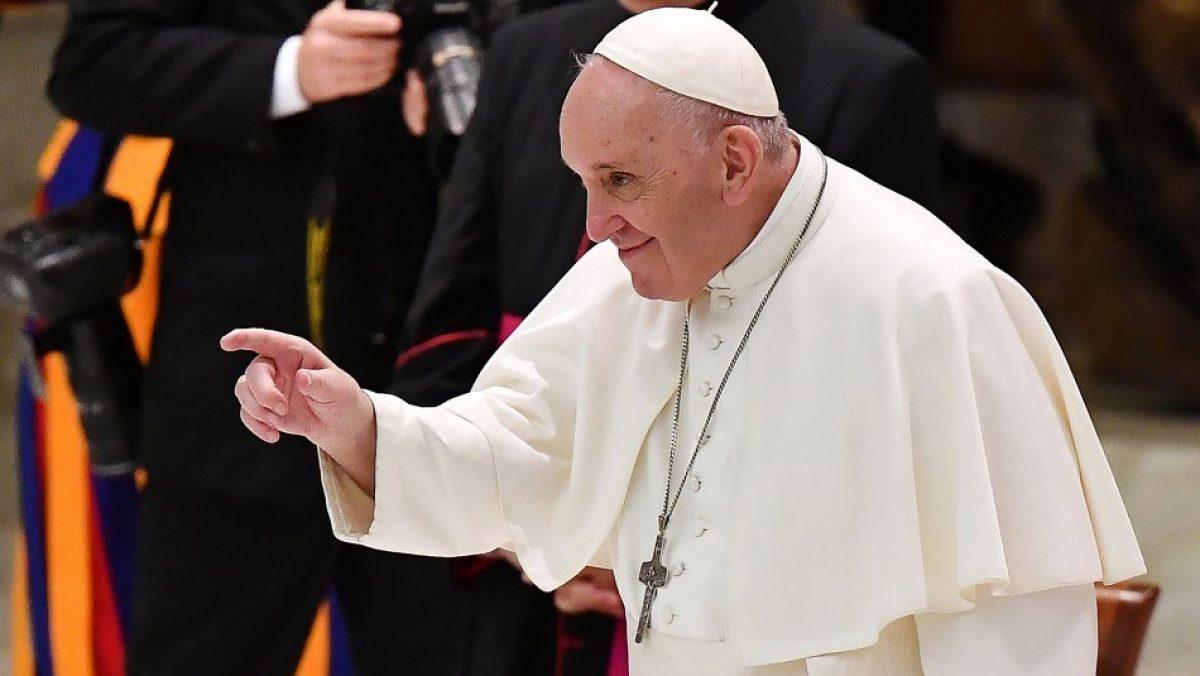 Vaticano investiga supuesto 'me gusta' del Papa a foto de modelo brasileña