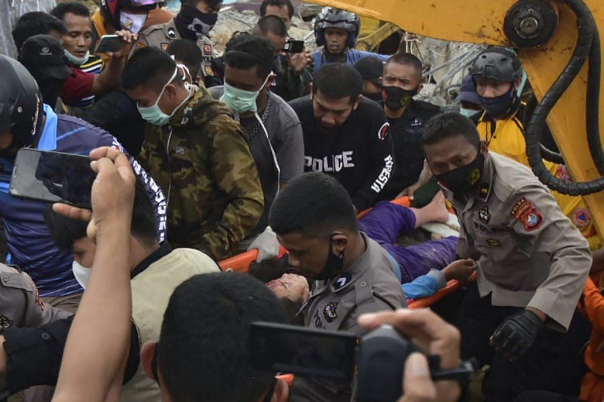 Impactantes fotografías tras fuerte sismo de 6.2 que sacudió Indonesia