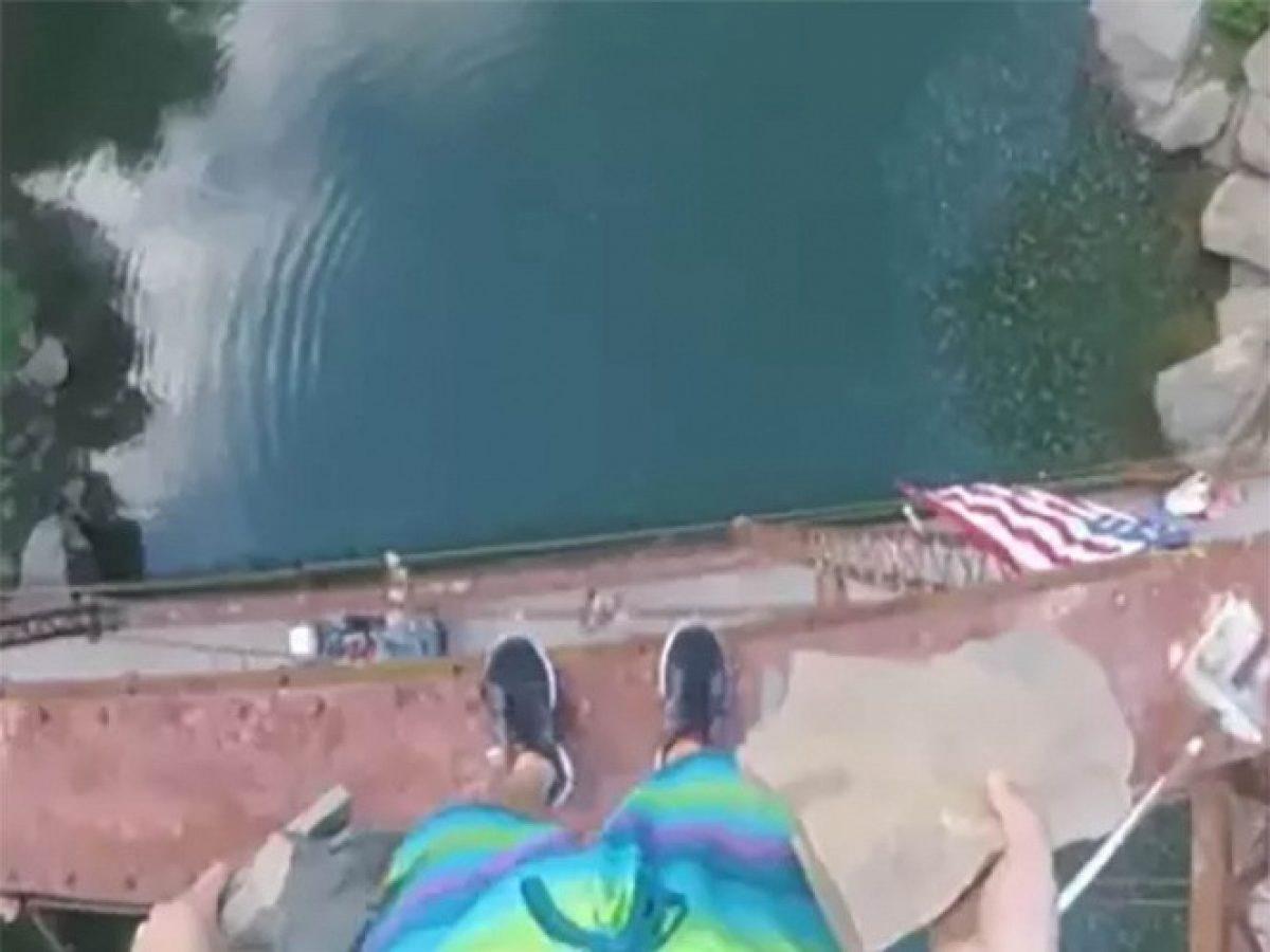 VIDEO |  Hombre salta desde puente de 45 metros de altura