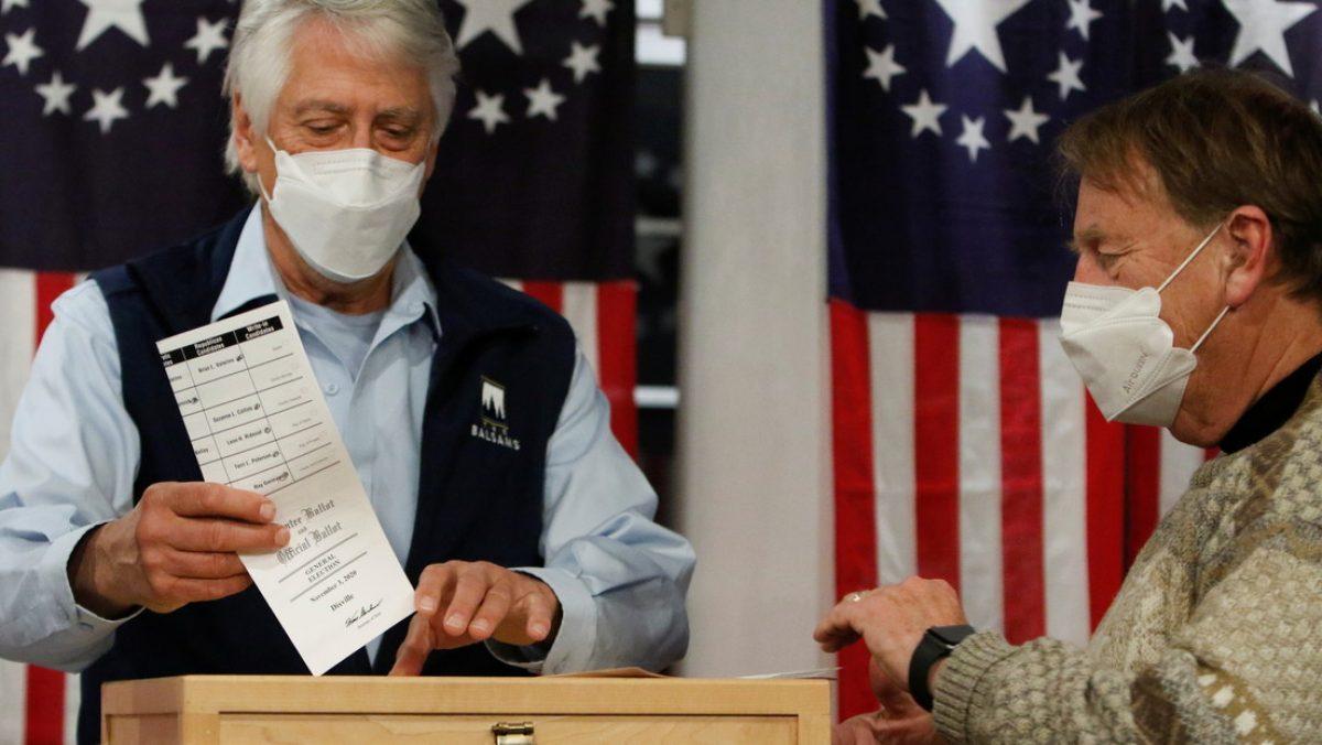VIDEO   Anuncian los primeros resultados de las presidenciales en dos ciudades de EE.UU