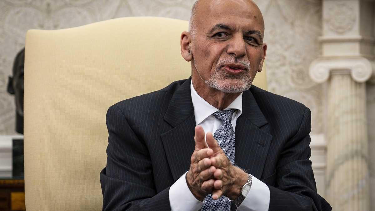 Acusan al expresidente de Afganistán de huir con 169 millones de dólares