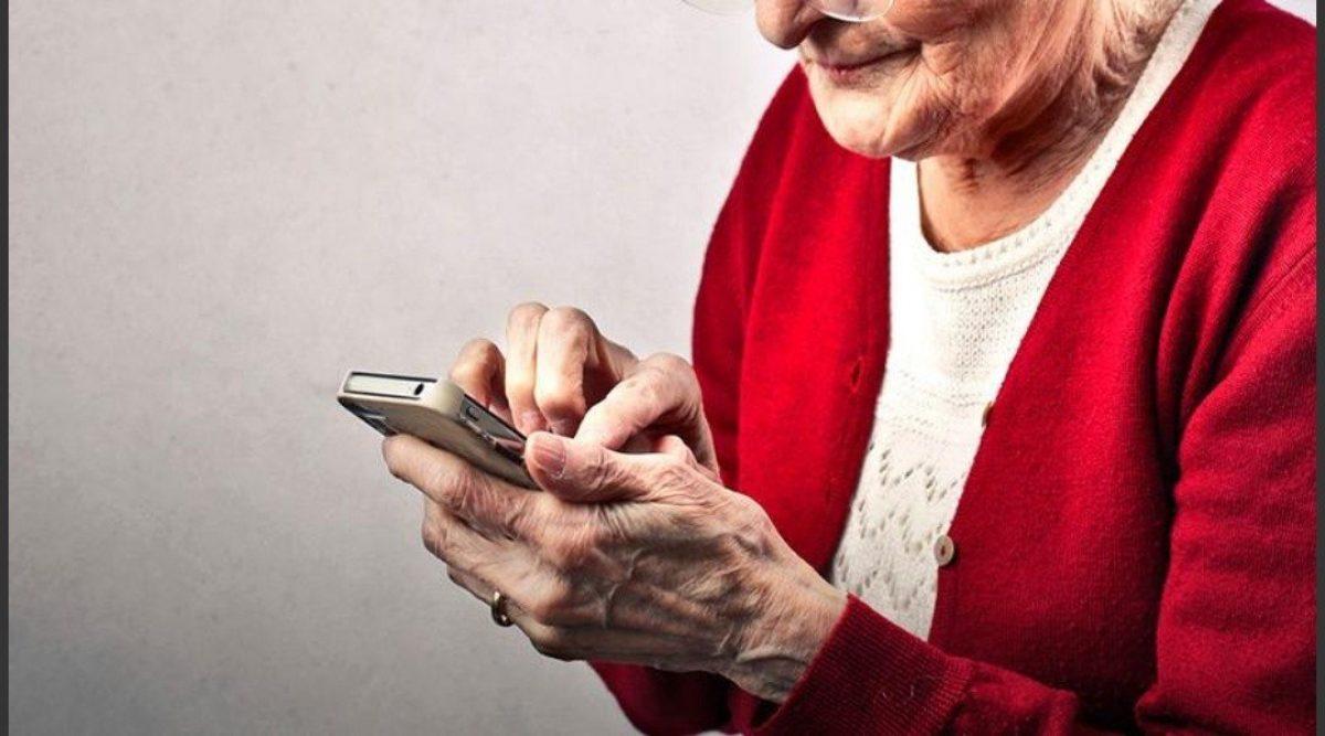Gobierno reduce tarifas de Internet y telefonía celular para adultos mayores
