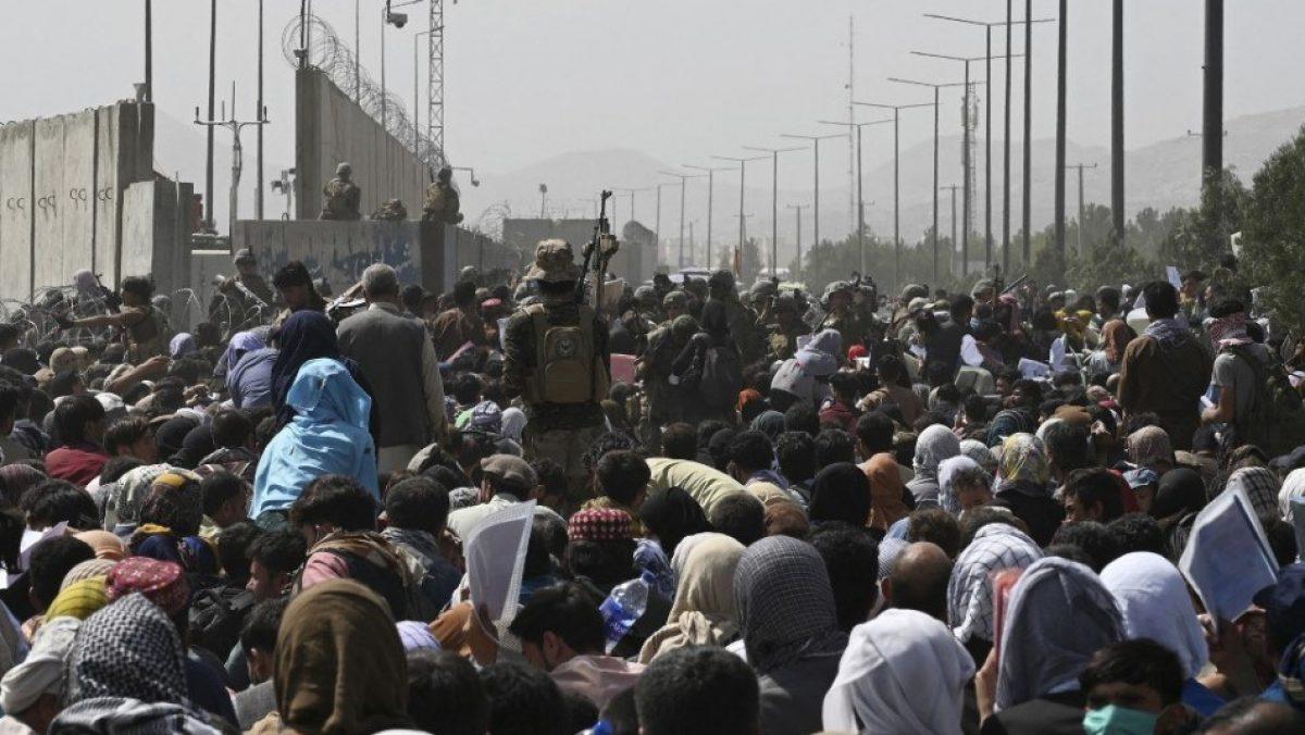 Siete afganos mueren en medio del caos cerca del aeropuerto de Kabul
