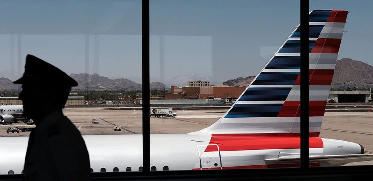 VIDEO | Agentes de una aerolínea expulsaron del avión a una familia en Estados Unidos