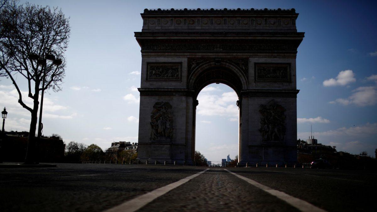 Evacúan la zona del Arco de Triunfo en París por amenaza de bomba