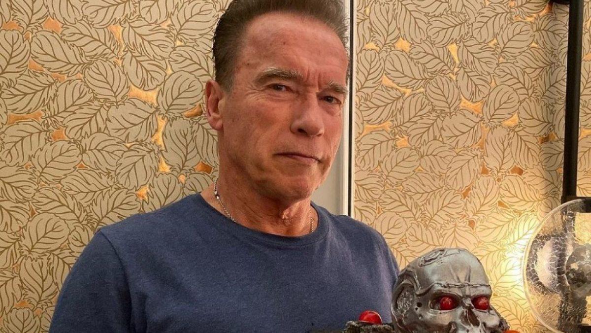 Arnold Schwarzenegger sale a pasear en bicicleta con su novia 27 años menor