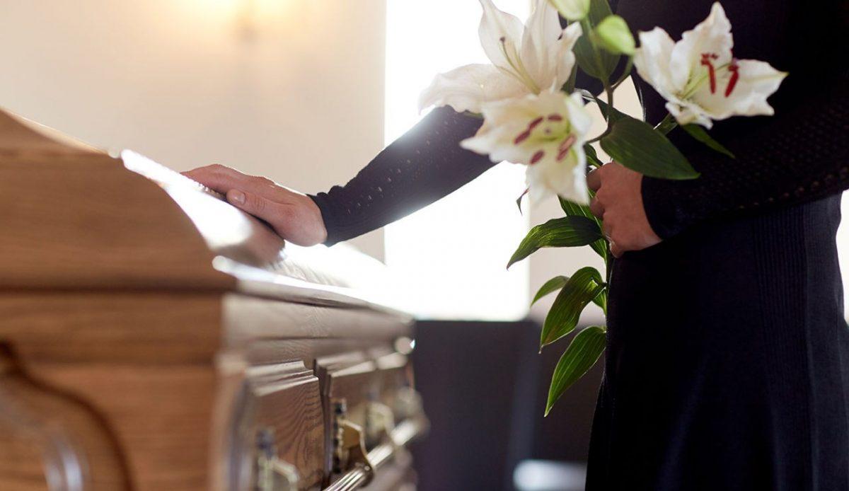 Abrieron el ataúd durante la velación y se dieron cuenta que no era el cuerpo de su hija