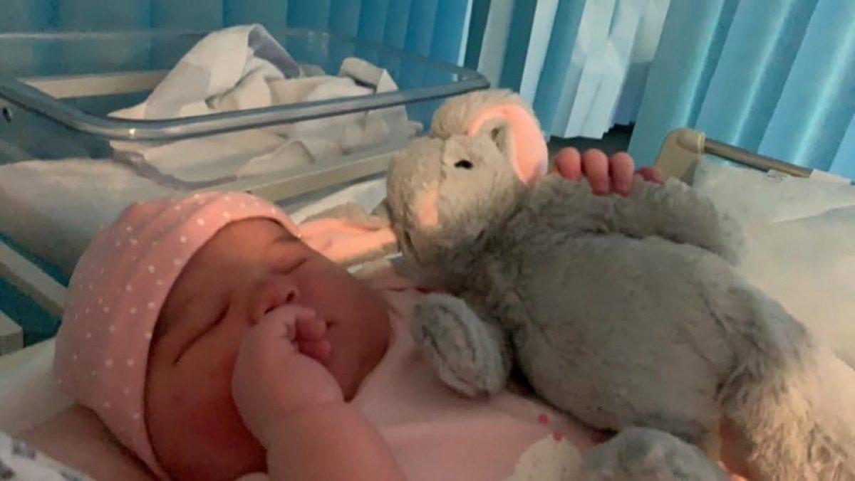 Nace una bebé de 5.8 kilos:  creían que era un embarazo de gemelos
