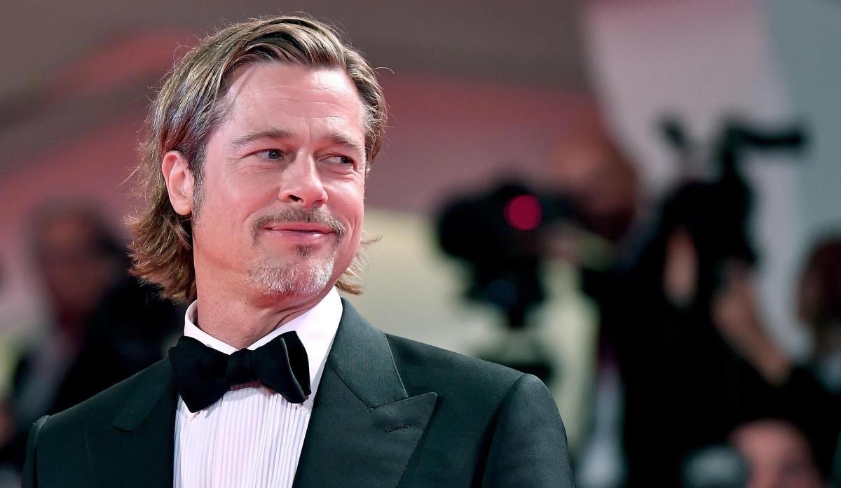 Brad Pitt aparece en público junto a su nueva novia