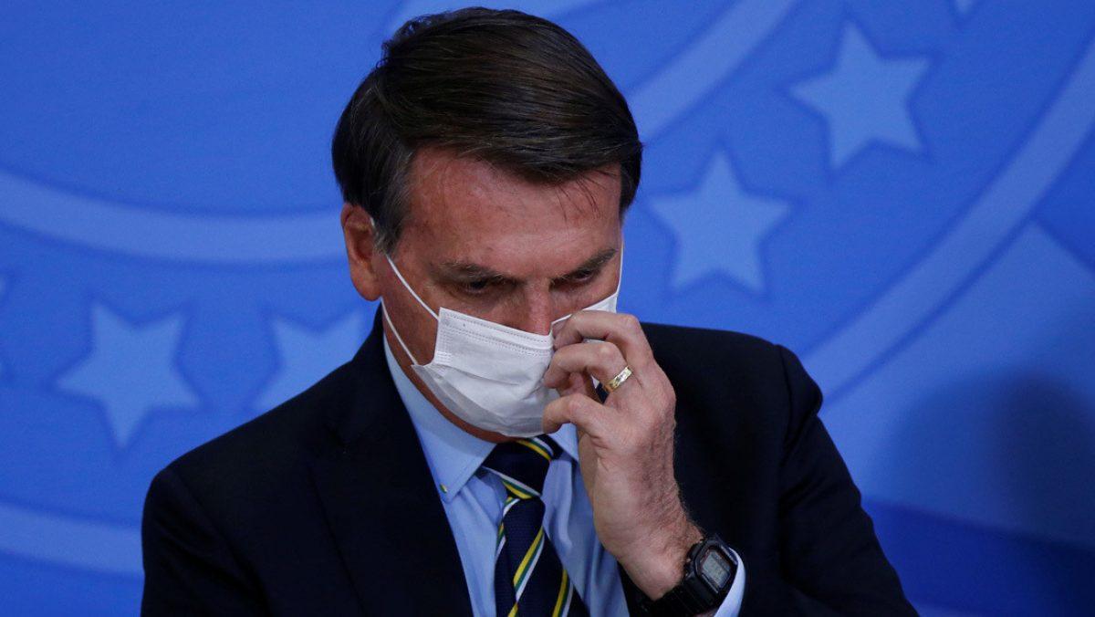 Presidente de Brasil veta también el uso obligatorio de mascarillas en las cárceles