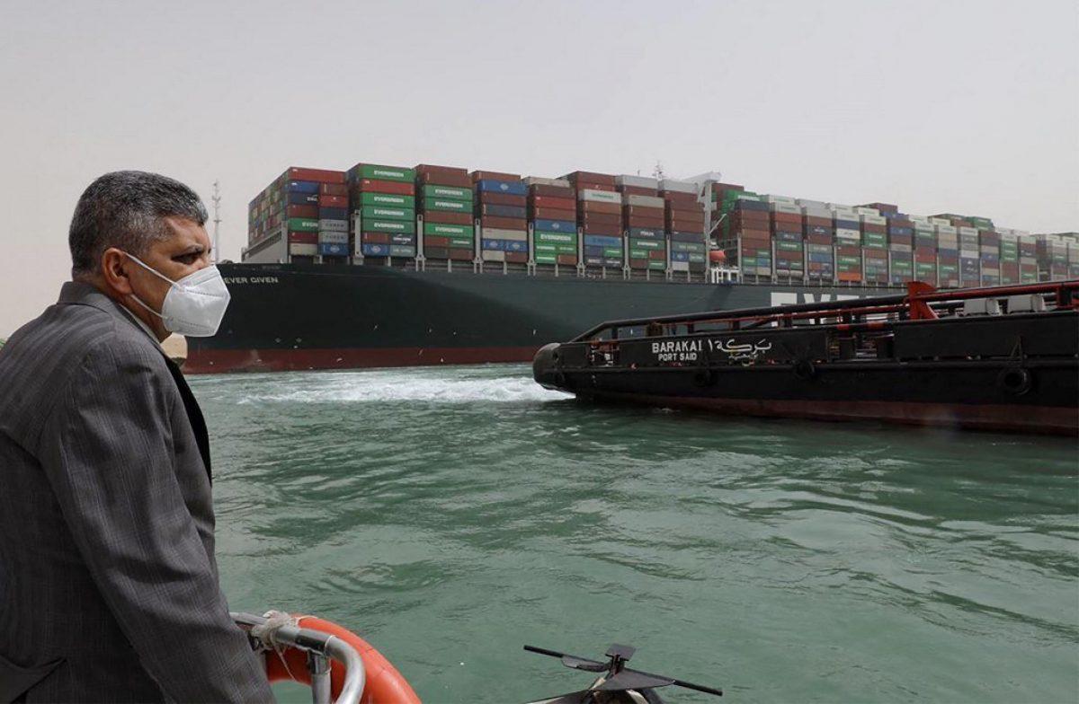 """Navegación en Canal de Suez, """"suspendida temporalmente"""" debido a buque bloqueado"""