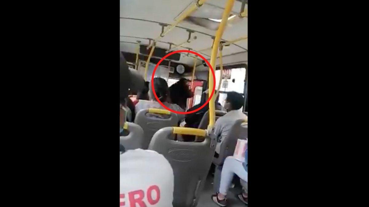 Conductor deja su bus llenos de pasajeros para ir a votar en Perú