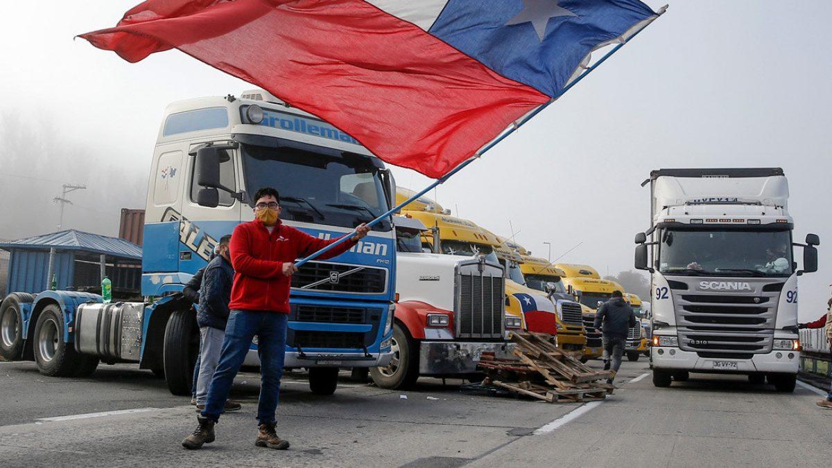 """Camioneros en Chile comienzan un paro por tiempo indefinido: """"Vamos a estrangular las carreteras"""""""