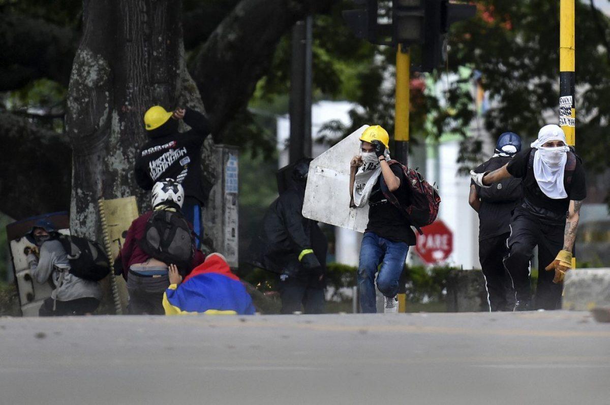 Al menos 10 muertos deja jornada de protestas en Colombia