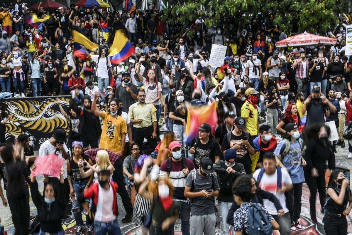 Colombia rompe récord de muertes por covid-19 en medio de protestas