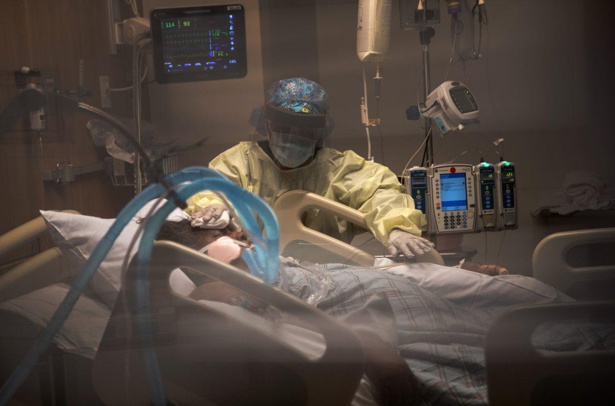 FOTO |Mujer se levantó del coma y conoció a su hija tres meses después de nacer