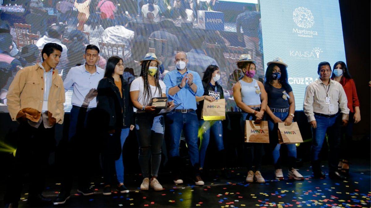 La medallista Neisi Dajomes recibió las llaves de la ciudad de Manta
