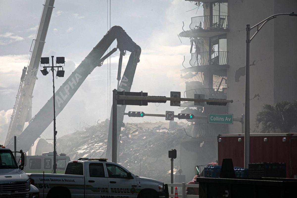 Un incendio dificulta las tareas de rescate en el edificio derrumbado en Florida