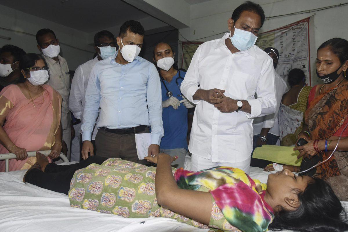 Afectados por misteriosa enfermedad en India tienen rastros de plomo y nickel en la sangre