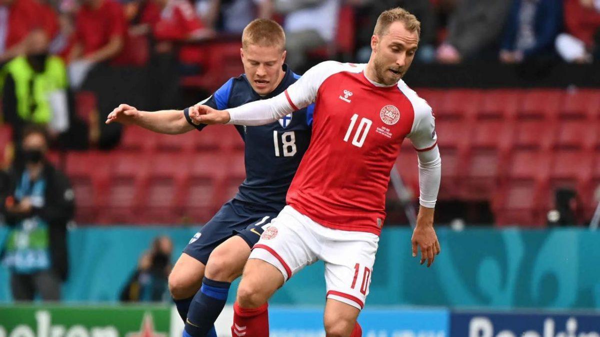 Jugador de Dinamarca se desmaya en pleno partido de Eurocopa