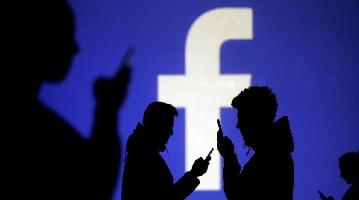 Senadores de EEUU convocan a los jefes de Facebook, Google y Twitter
