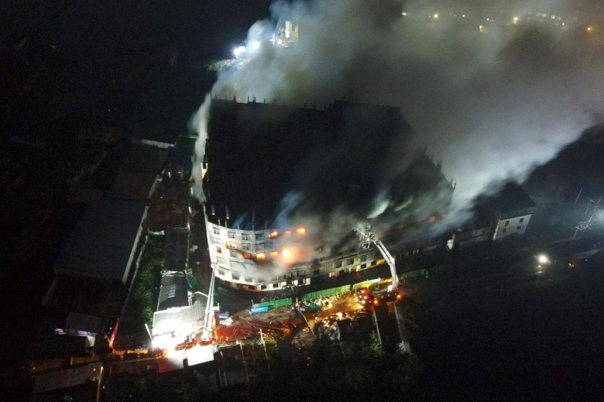 Más de 50 muertos en Bangladés en el incendio de una fábrica