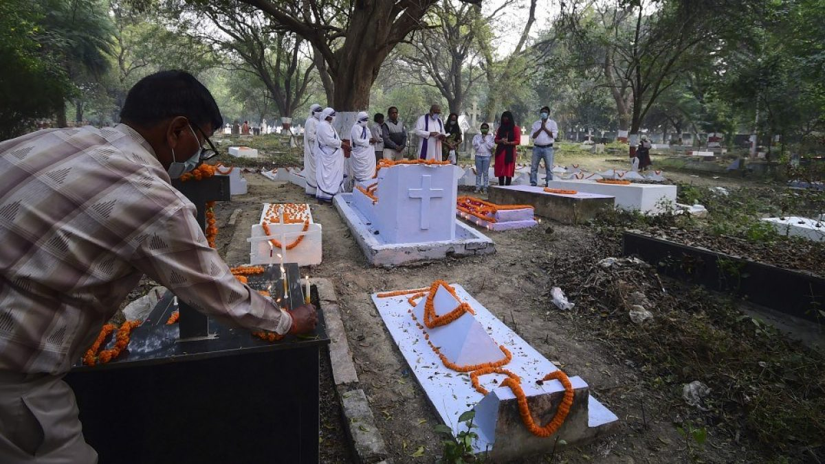 Mujer despertó en el cementerio a segundos de ser enterrada viva
