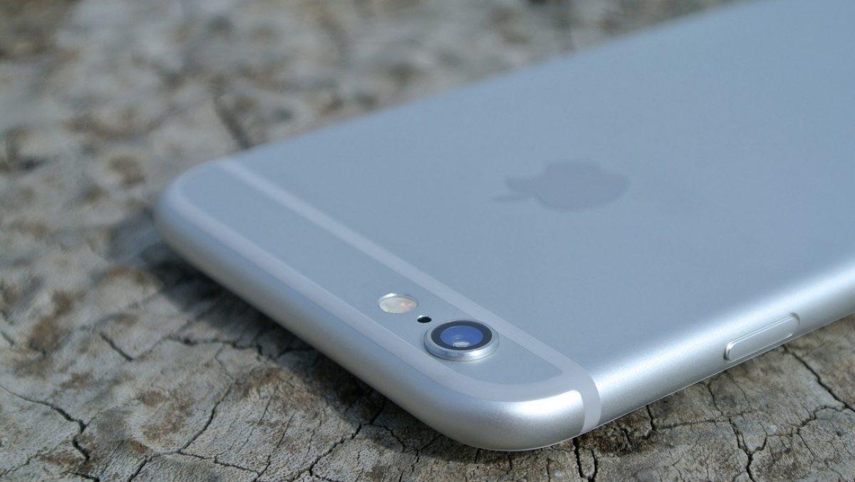 Un iPhone cae desde un avión, graba la caída de 300 metros y sigue funcionando tras impactar contra el suelo