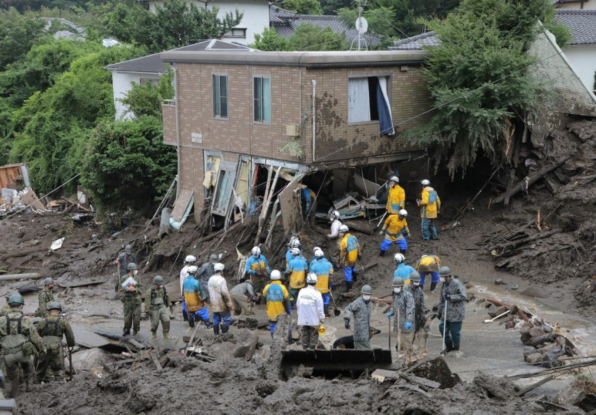 Cuatro muertos y más de 60 desaparecidos por deslizamiento de tierra en Japón