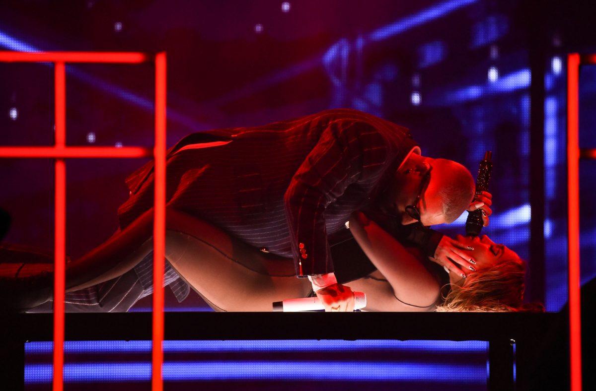 FOTOS | Jennifer López derritió en los AMA's con candente show