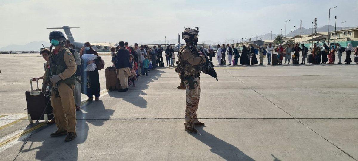 16.000 personas evacuadas del aeropuerto de Kabul en las últimas 24 horas
