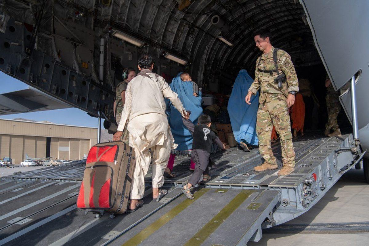Unos 300 ciudadanos de EE.UU. siguen sin ser evacuados de Kabul