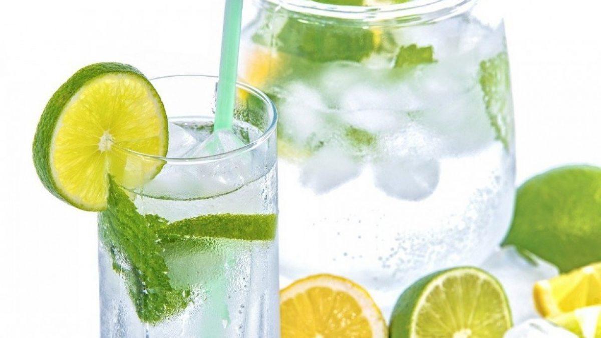 Agua de limón en ayunas: Estos son los efectos de esta potente fórmula