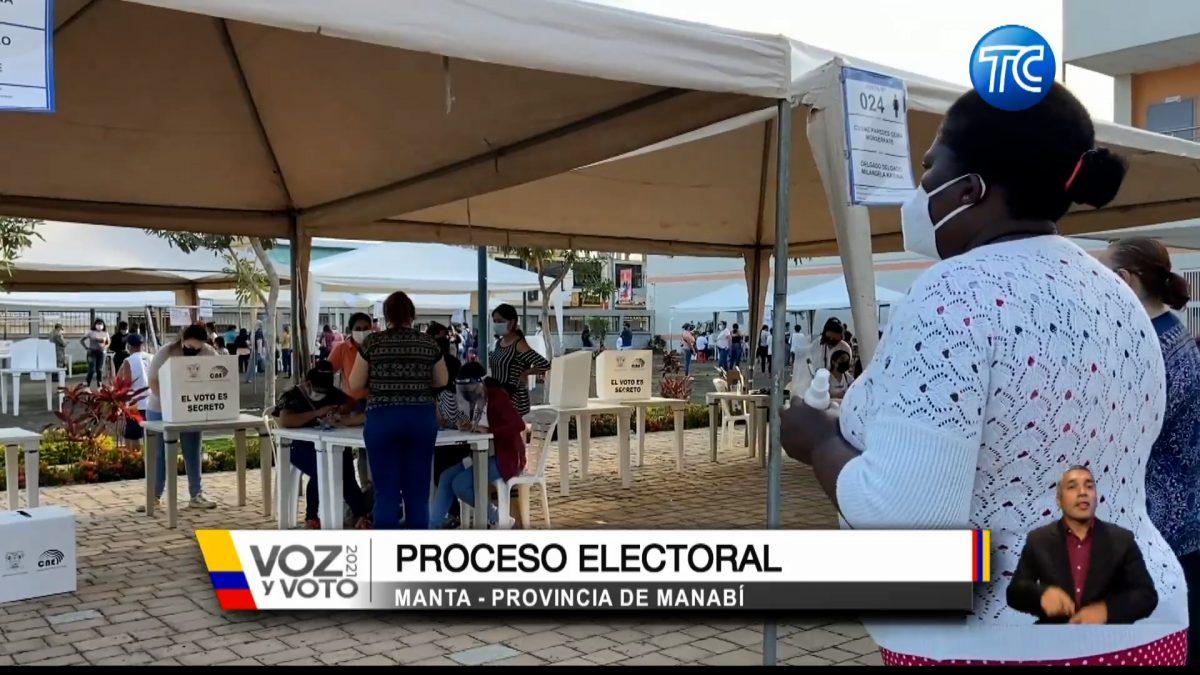 Así se lleva a cabo la jornada electora en Manta