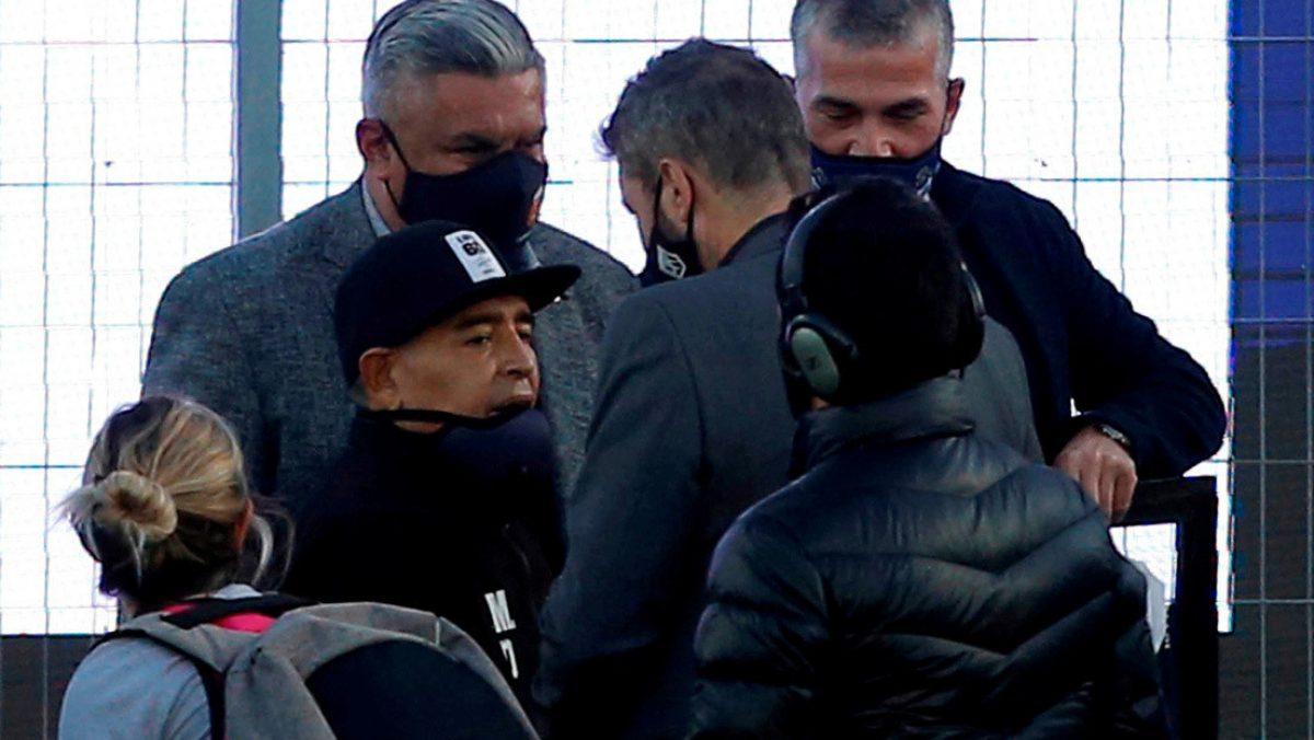 """""""Lo están matando por dentro"""": El reclamo de una de las hijas de Maradona tras su hospitalización"""