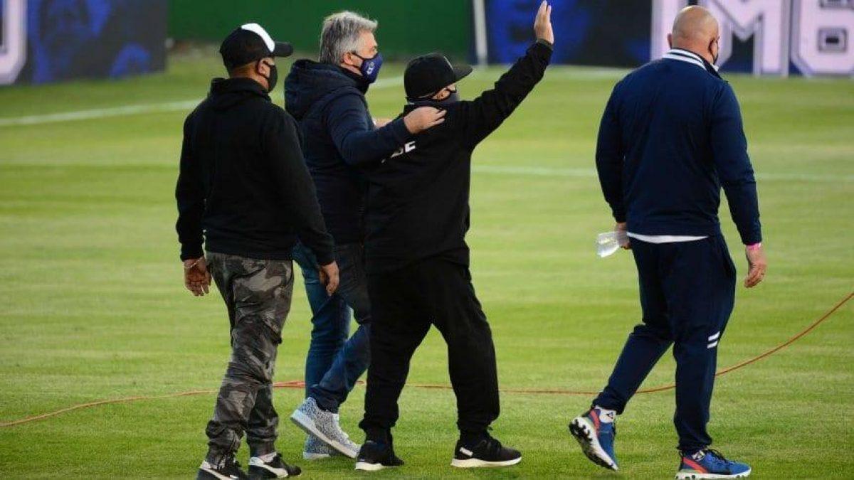 Maradona fue internado de urgencia en hospital de Argentina