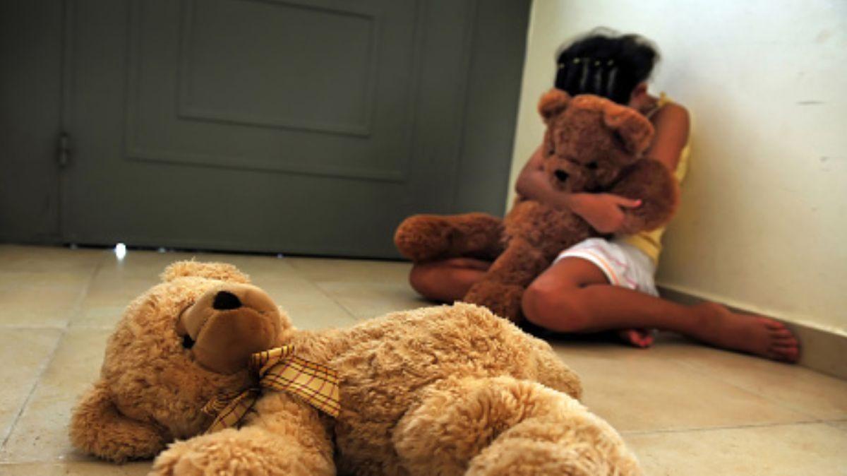 Abusan sexualmente de una niña mientras estaba en clases online y su curso fue testigo