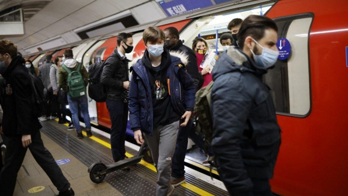 """Uso de mascarillas en Inglaterra será una """"opción personal"""" después del 19 de julio"""