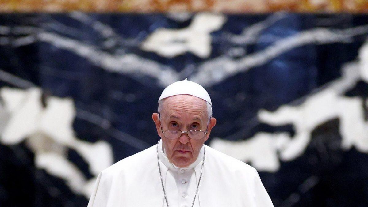 Internan al papa Francisco para realizarle una cirugía