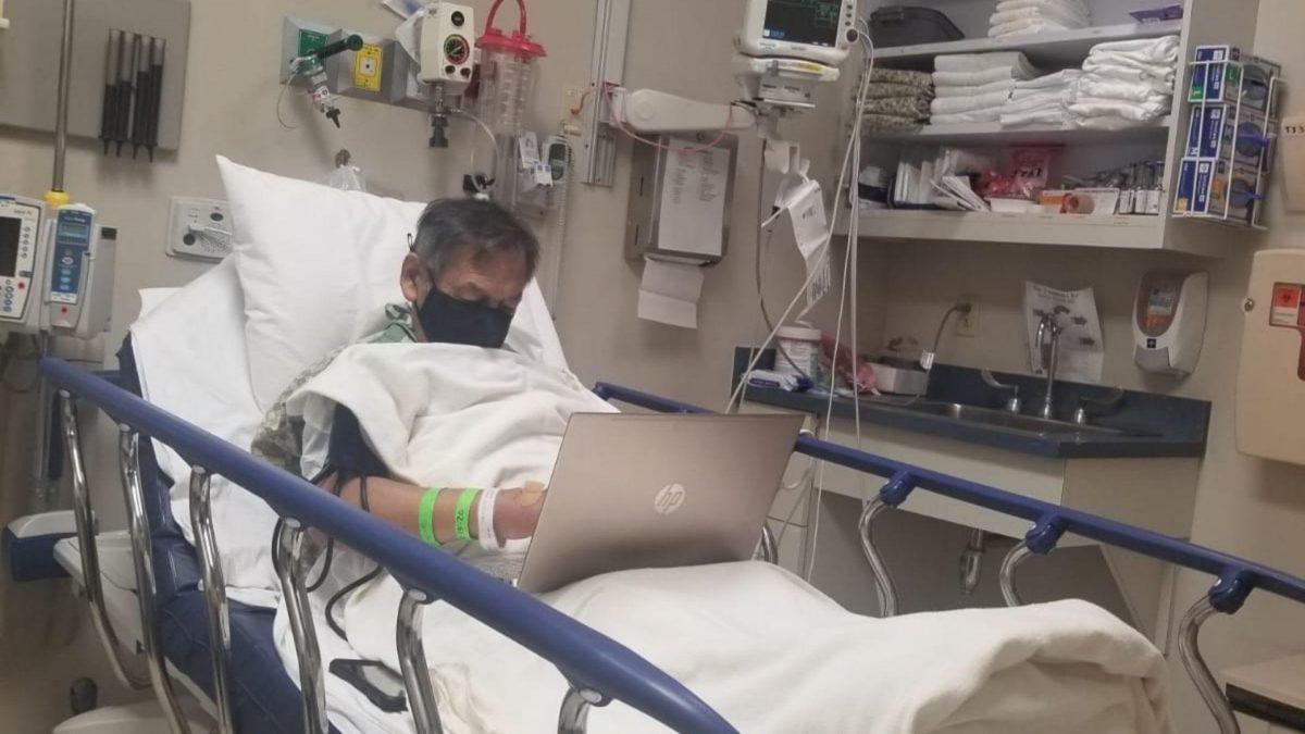 Maestro revisó tareas mientras estaba en el hospital hasta un día antes de morir